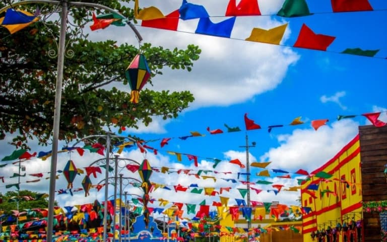 Para que você possa se programar e aproveitar o melhor desse dia, selecionamos as 5 melhores Festas Juninas do Brasil.