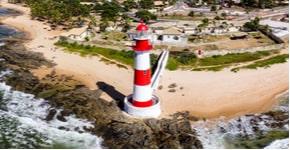 Precisando de um axé? Relaxe e festeje em uma das 5 melhores praias de Salvador.